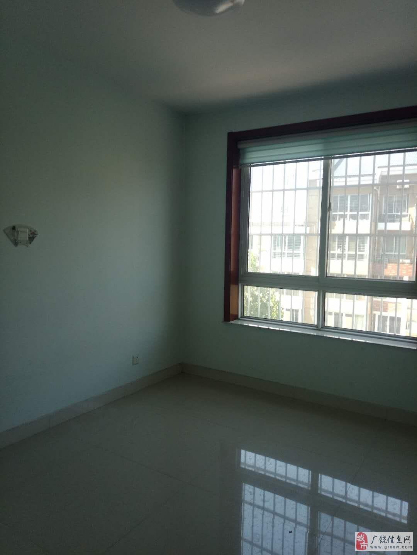 凯泽名苑4楼,精装,带车库,家具家电,证满5年