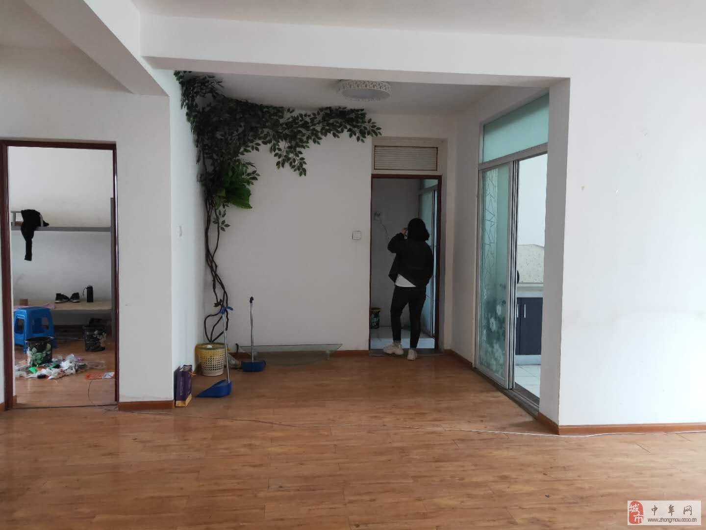 蓝爵世家3室2厅1卫110万元