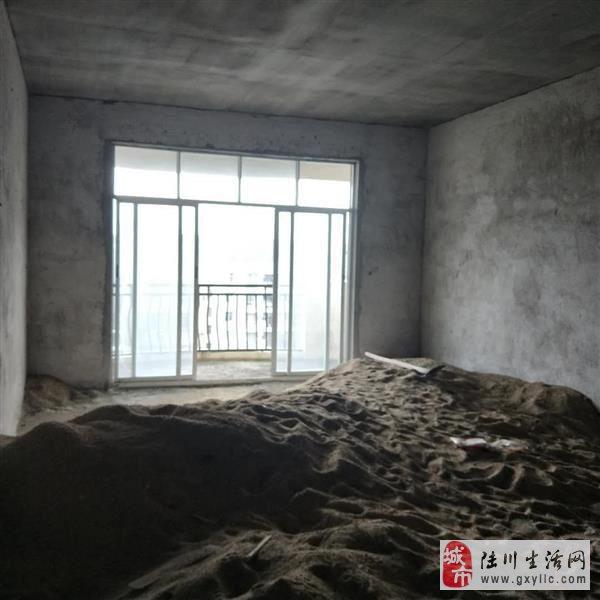 陆川中山苑小区4室2厅2卫35万元急售提前预约