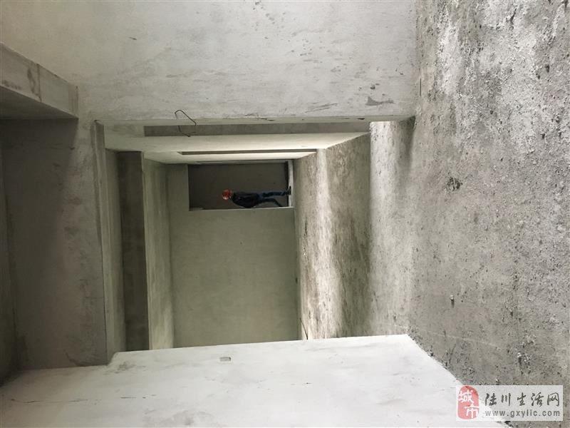 陆川龙腾华府5室2厅2卫61.44万元抄底价出售?