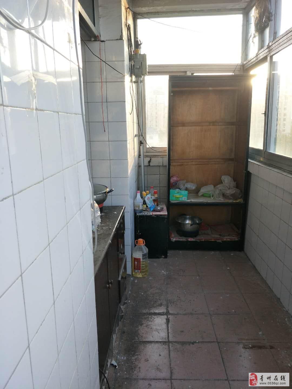 机关二食堂6楼83平方带储藏室2室有证可贷款