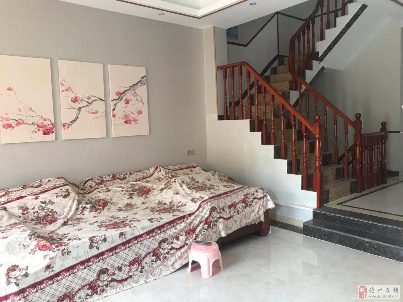 雅拉湖畔精装别墅4室3厅4卫280万元