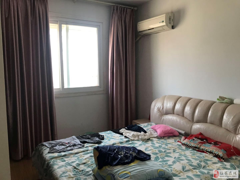 售:红城酒店附近2室2厅2卫40万元