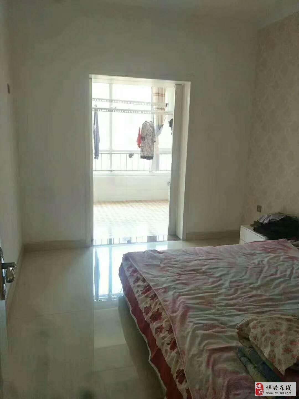 2049怡和名士豪庭3室2厅1卫134万元