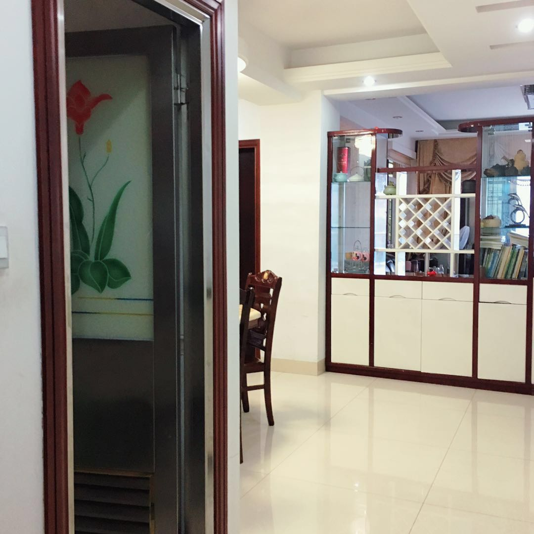 世纪豪庭3室2厅2卫170万元