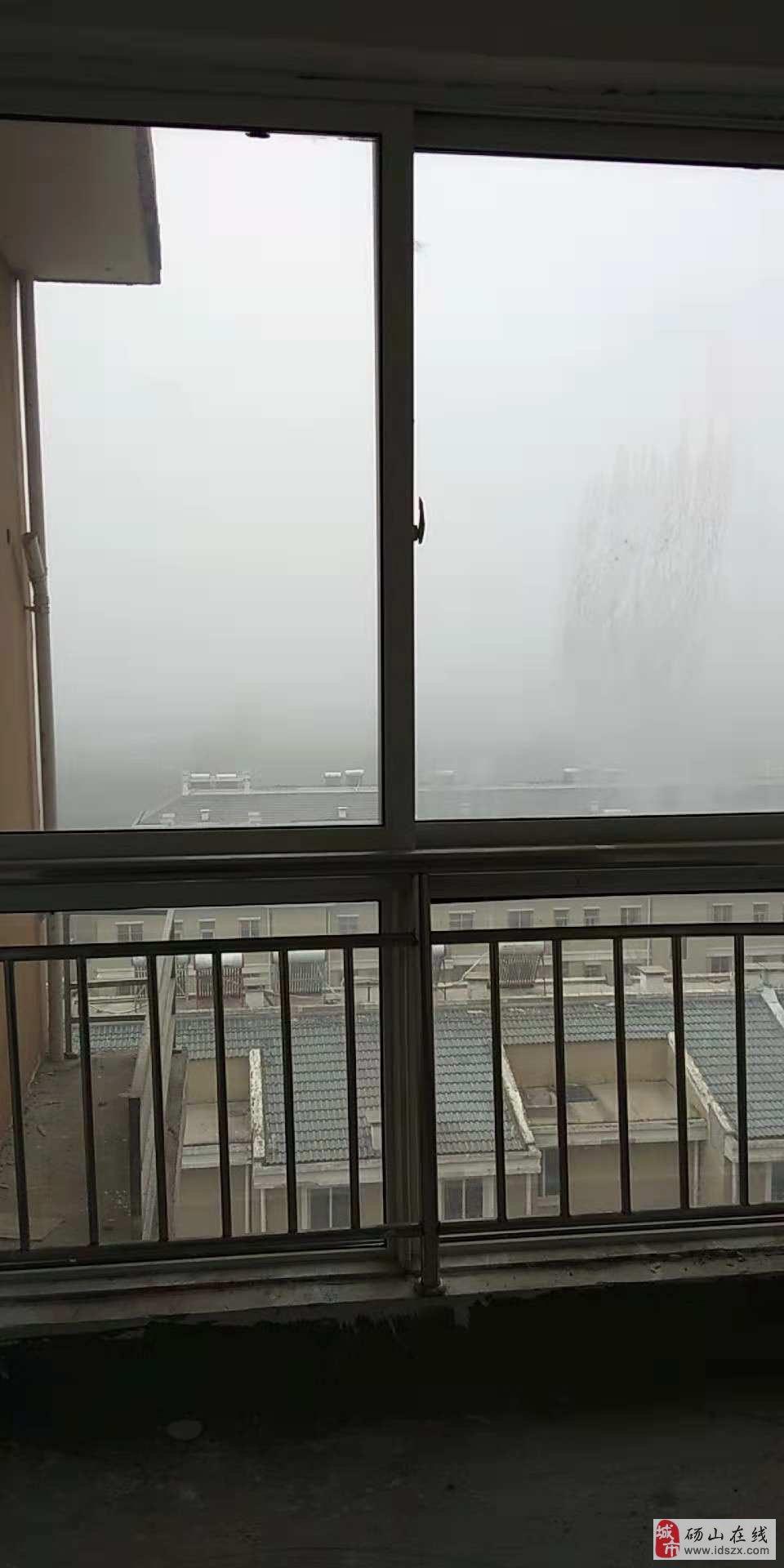 南桃园居电梯房10楼东边户毛坯附小对面交通便利