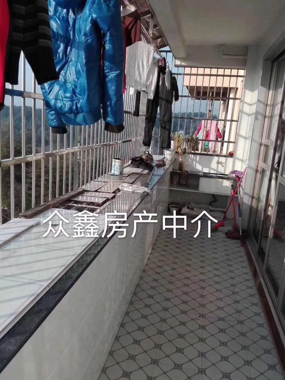 五里塘仙陽茶場(沒產證)五樓精裝修3室2廳2衛37萬元
