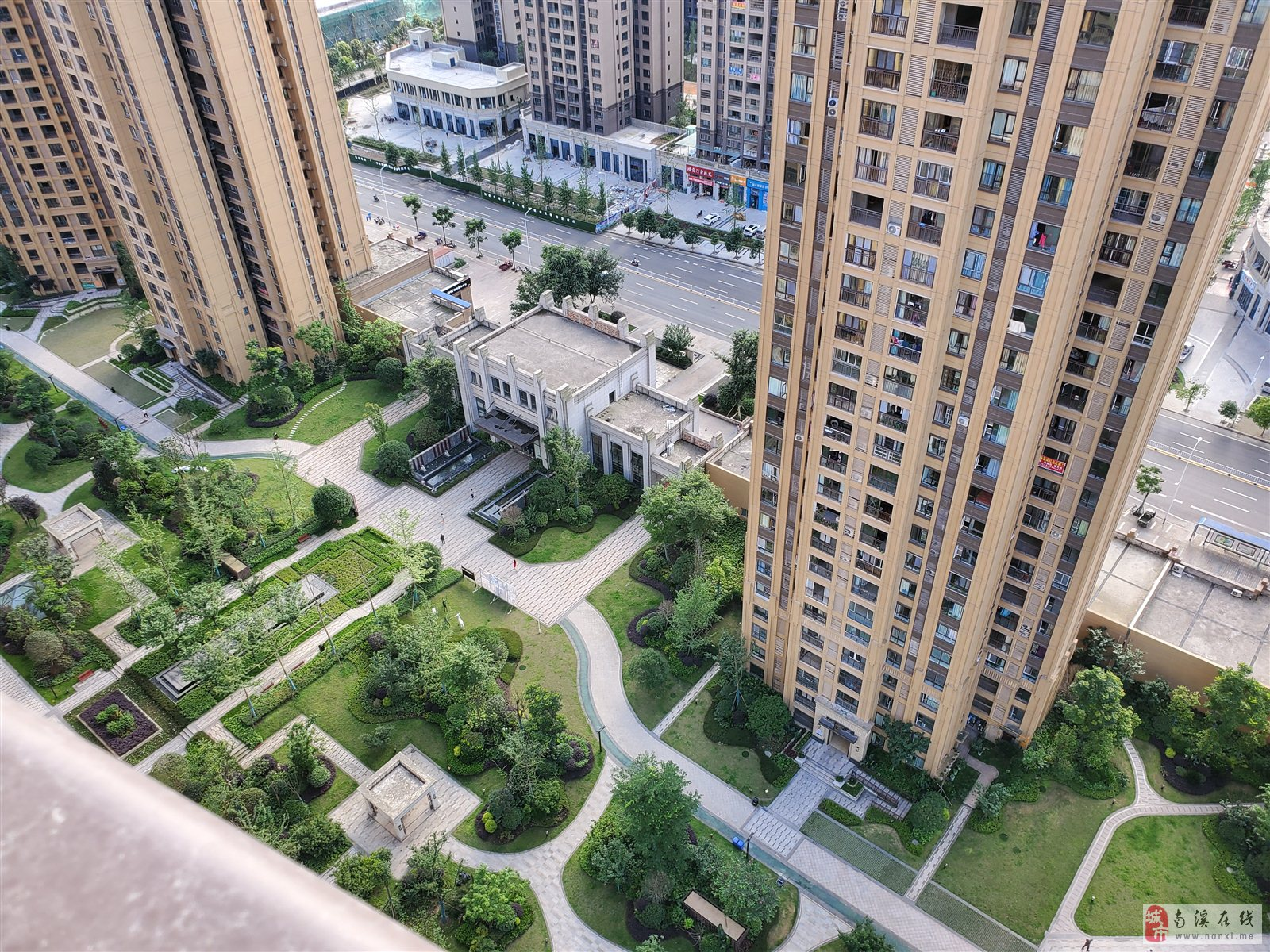 凤凰城高层 看中庭 标准大三房 升值空间大 可接按揭