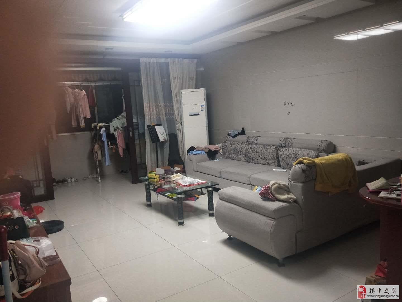 恵众花苑4楼136+储精3室2厅2卫115万元
