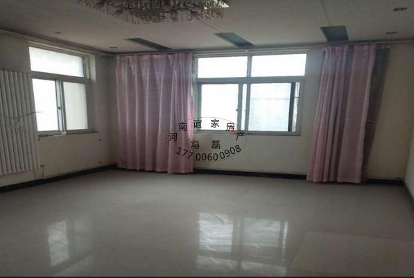 鑫源花園獨院6室2廳2衛190萬元