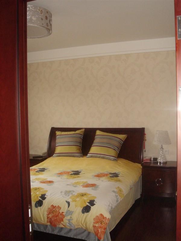 新上海花園4室2廳2衛285萬元