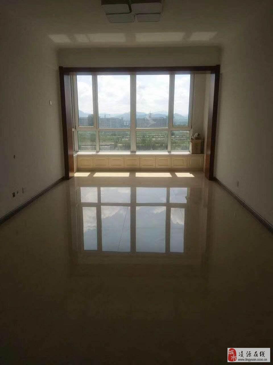 出售鴻晟園3室2廳精裝修沒住過人閣樓67平