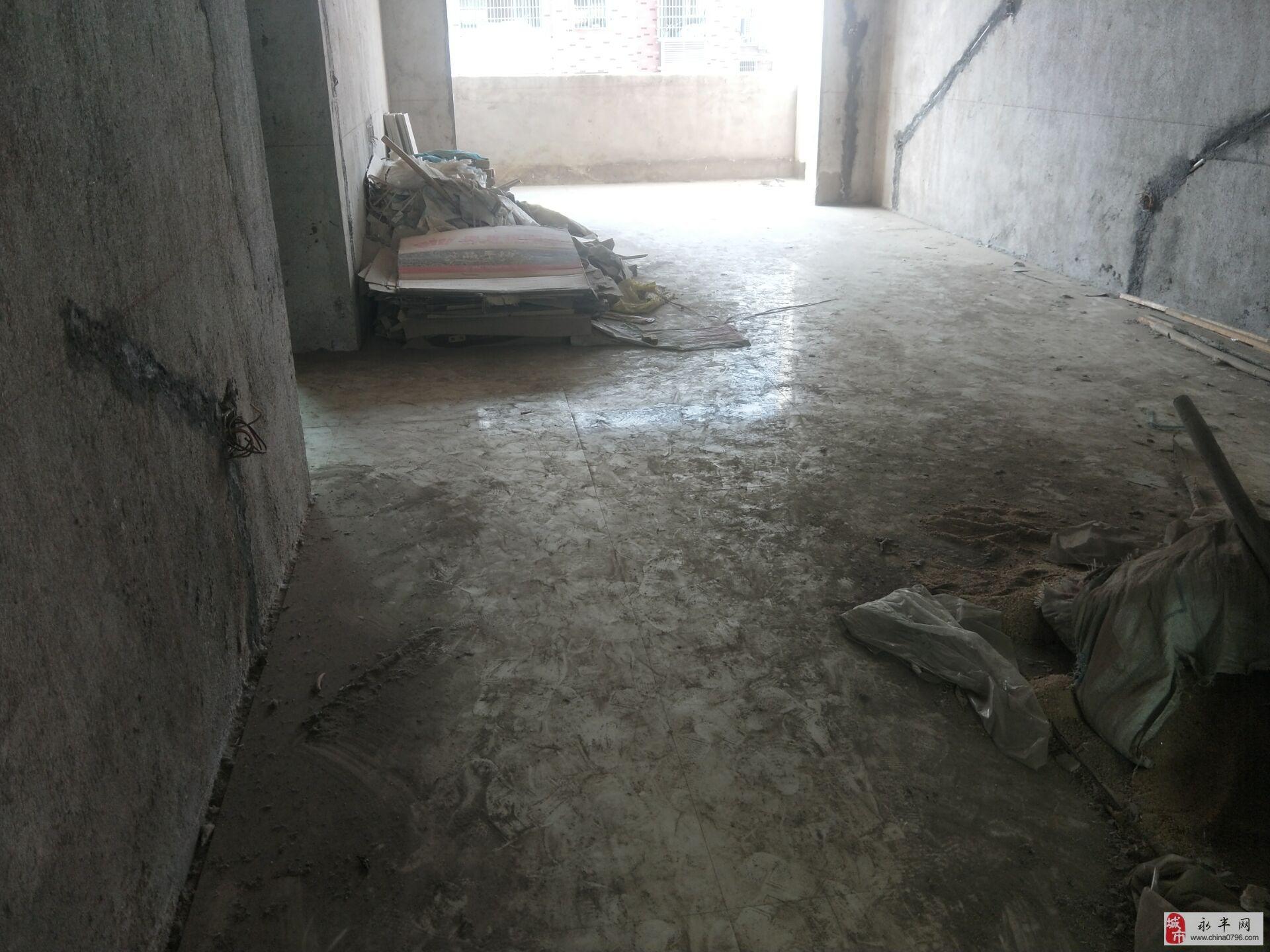金田鑫城3室2厅1卫113万元带杂物间