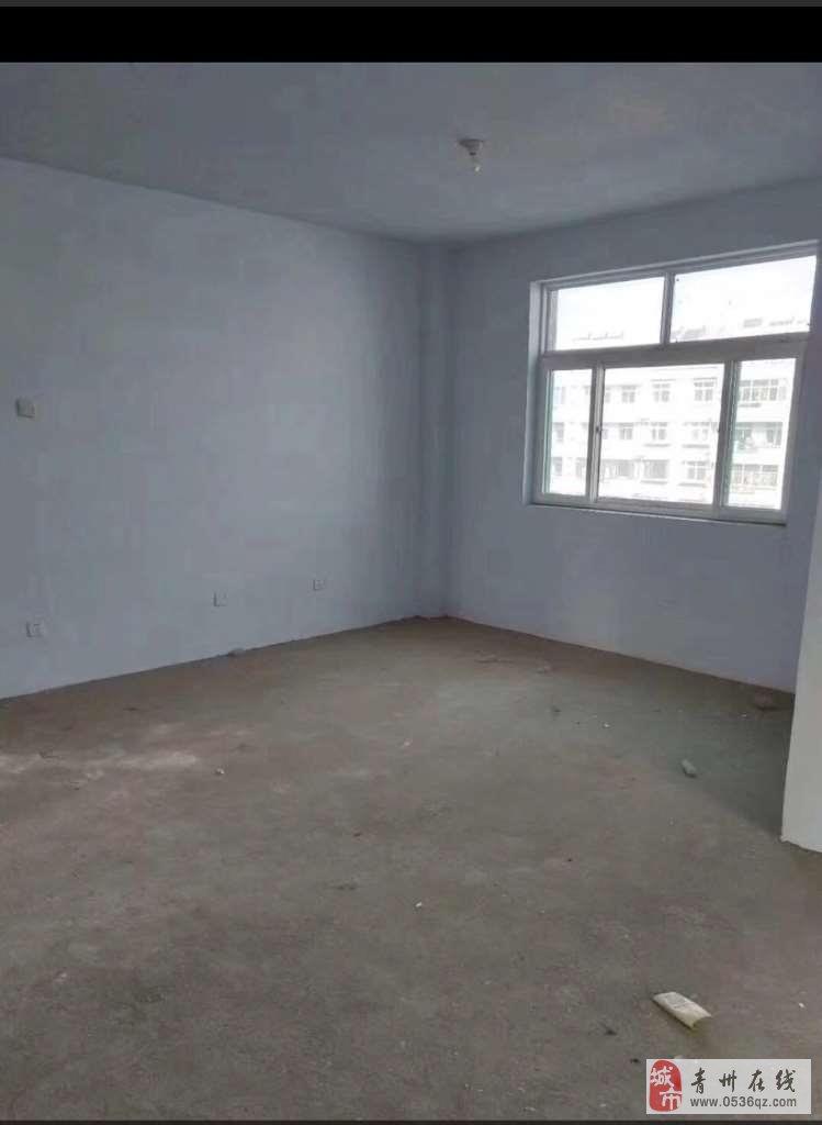 雍和府北区1楼102平方毛坯带车库63万