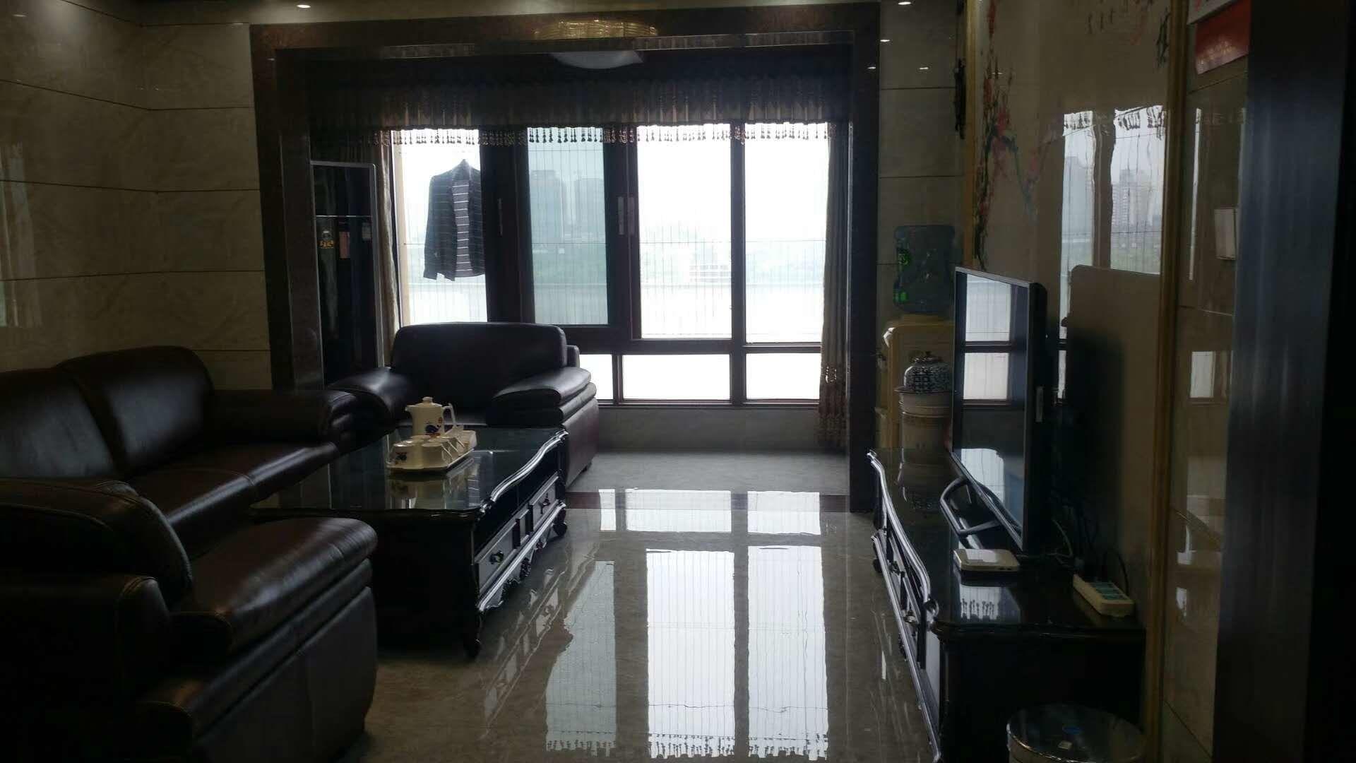 金沙平台中心地段汇金广场中间楼层2房带车库120万豪华装修