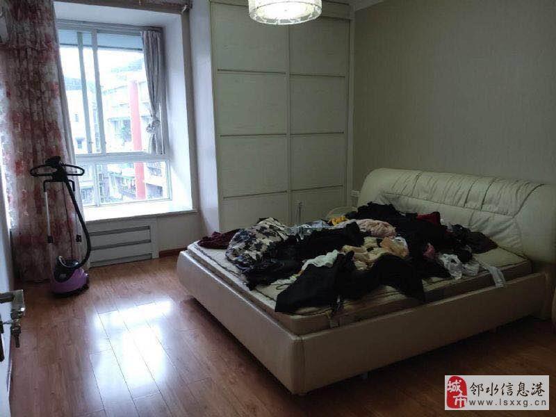 尚水戏水轩精装4室2厅2卫66万元