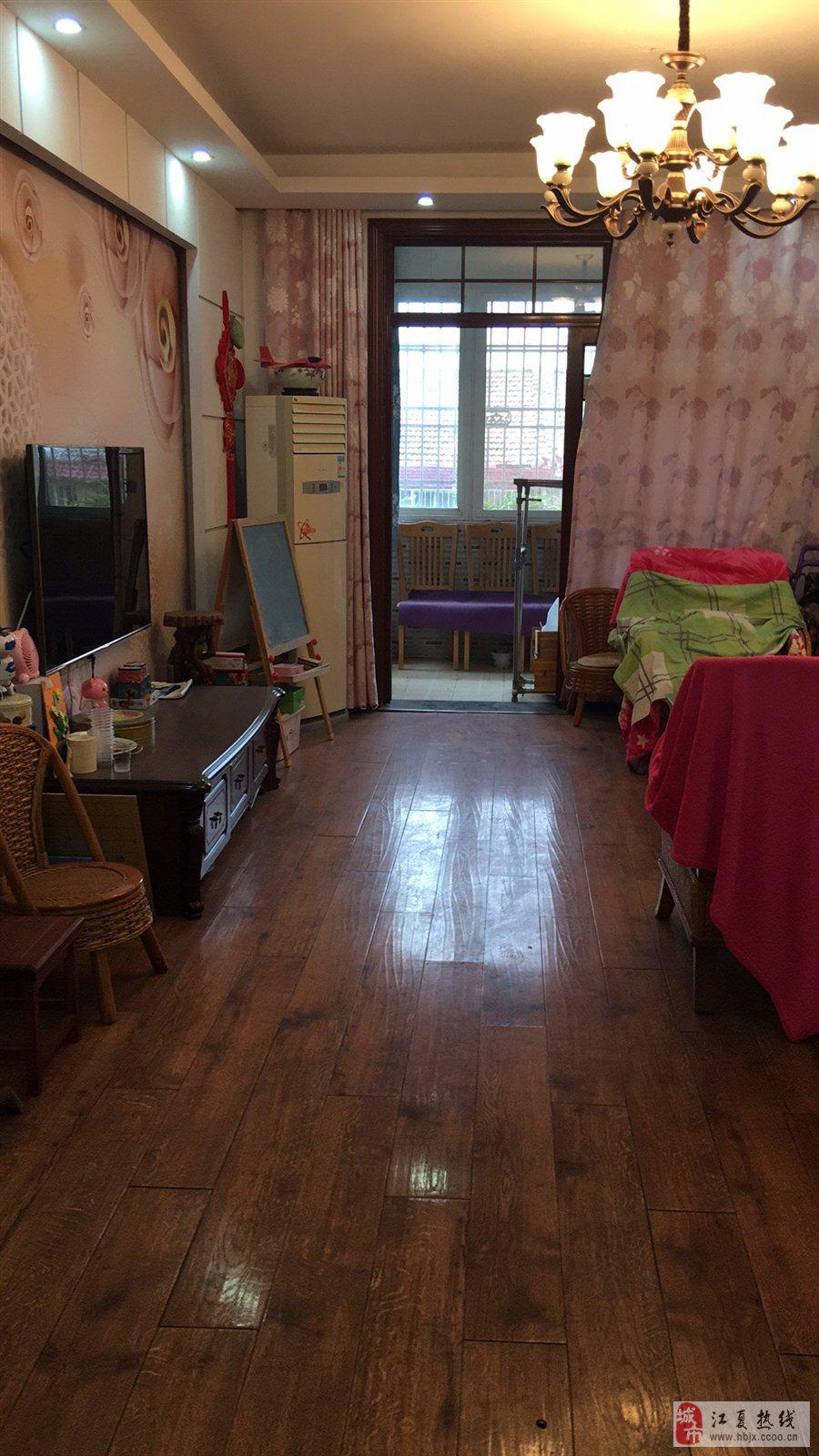 東湖路鑫誠源小區2室2廳113平米簡裝80萬元
