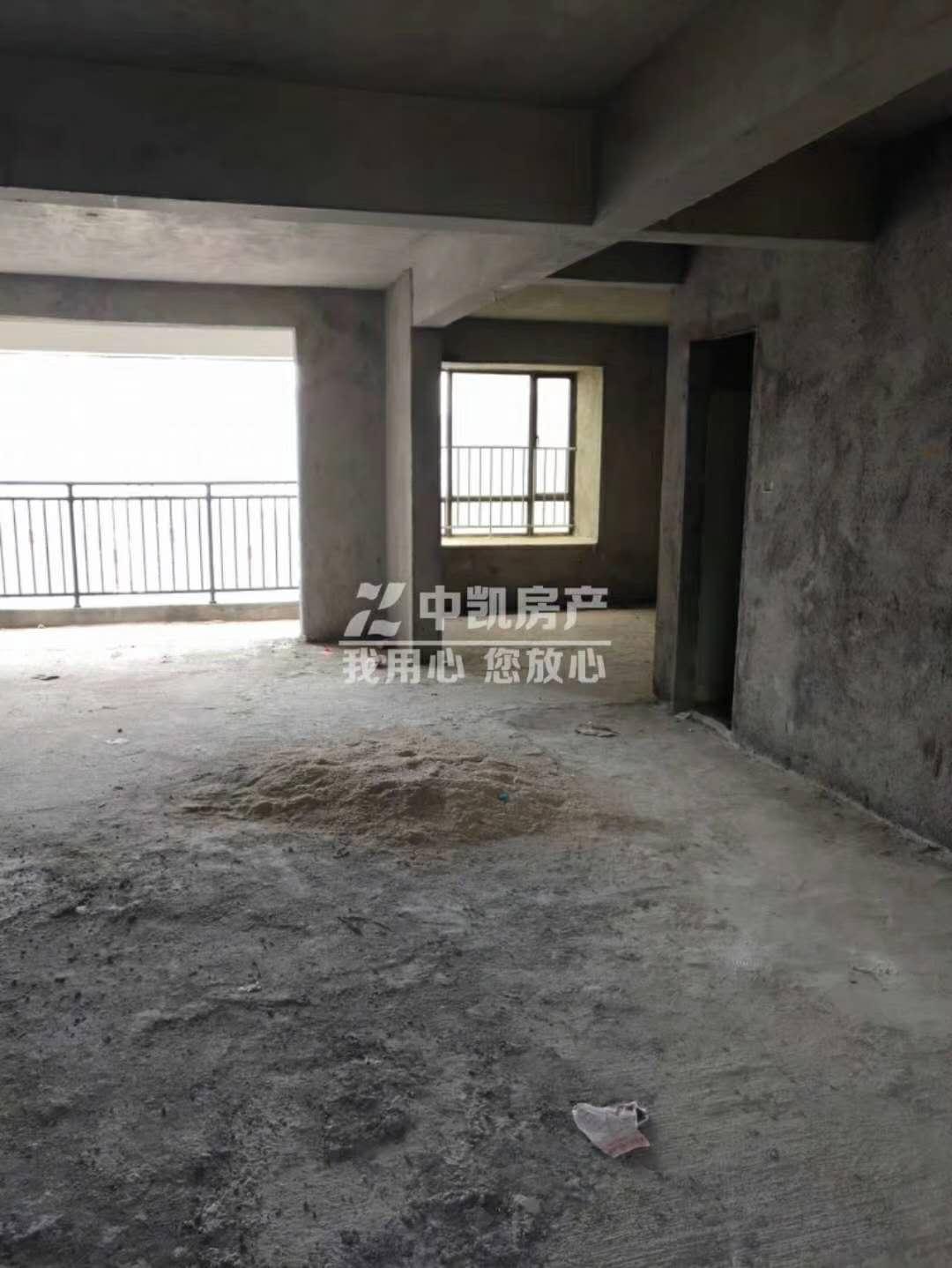 山水湾4室2厅2卫150万元