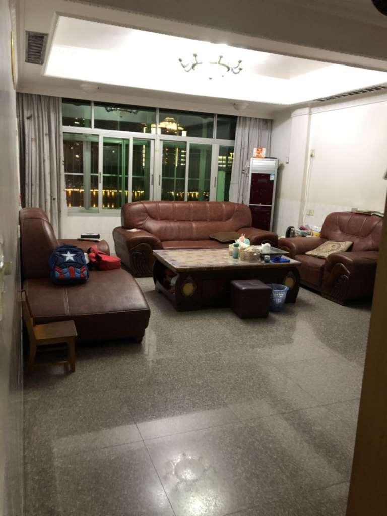 河滨北路3室2厅2卫125万元