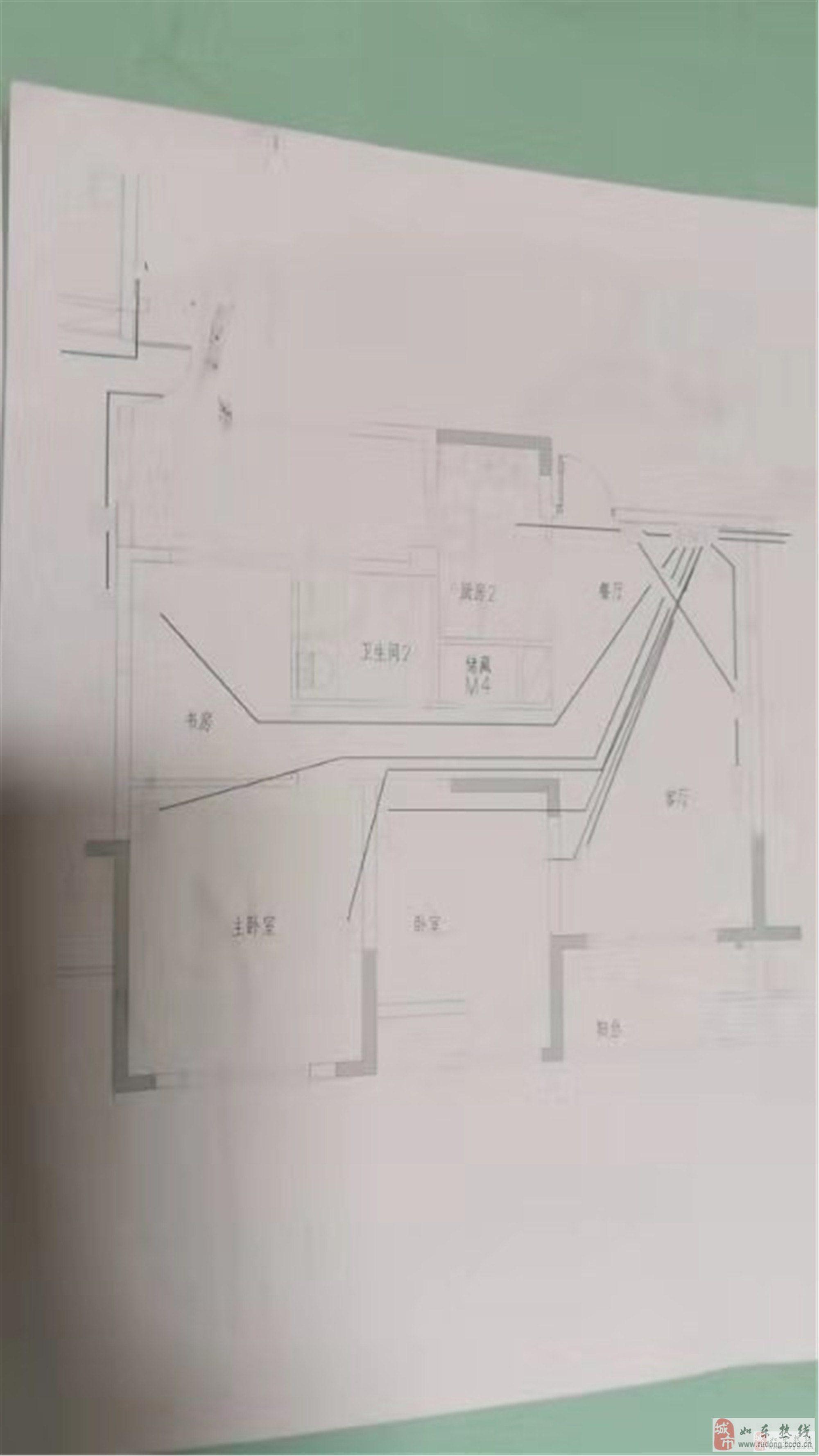 尚诚中介:鑫和苑三室二厅96平86万两室客厅朝南