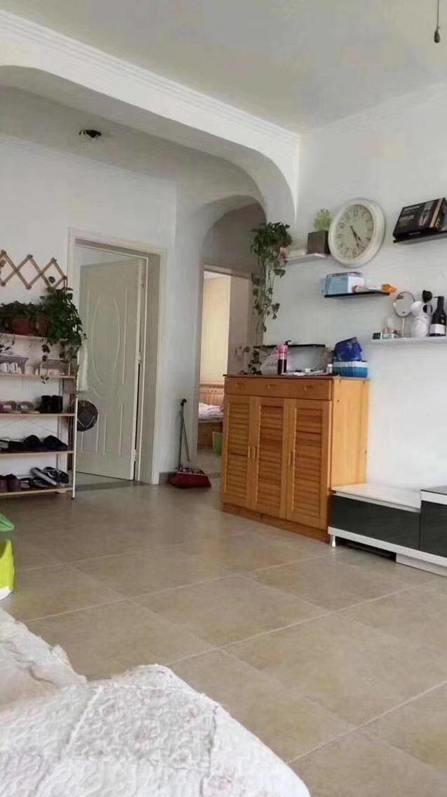 領秀城稀缺小3室,居家裝修好,南北通風,采光好。