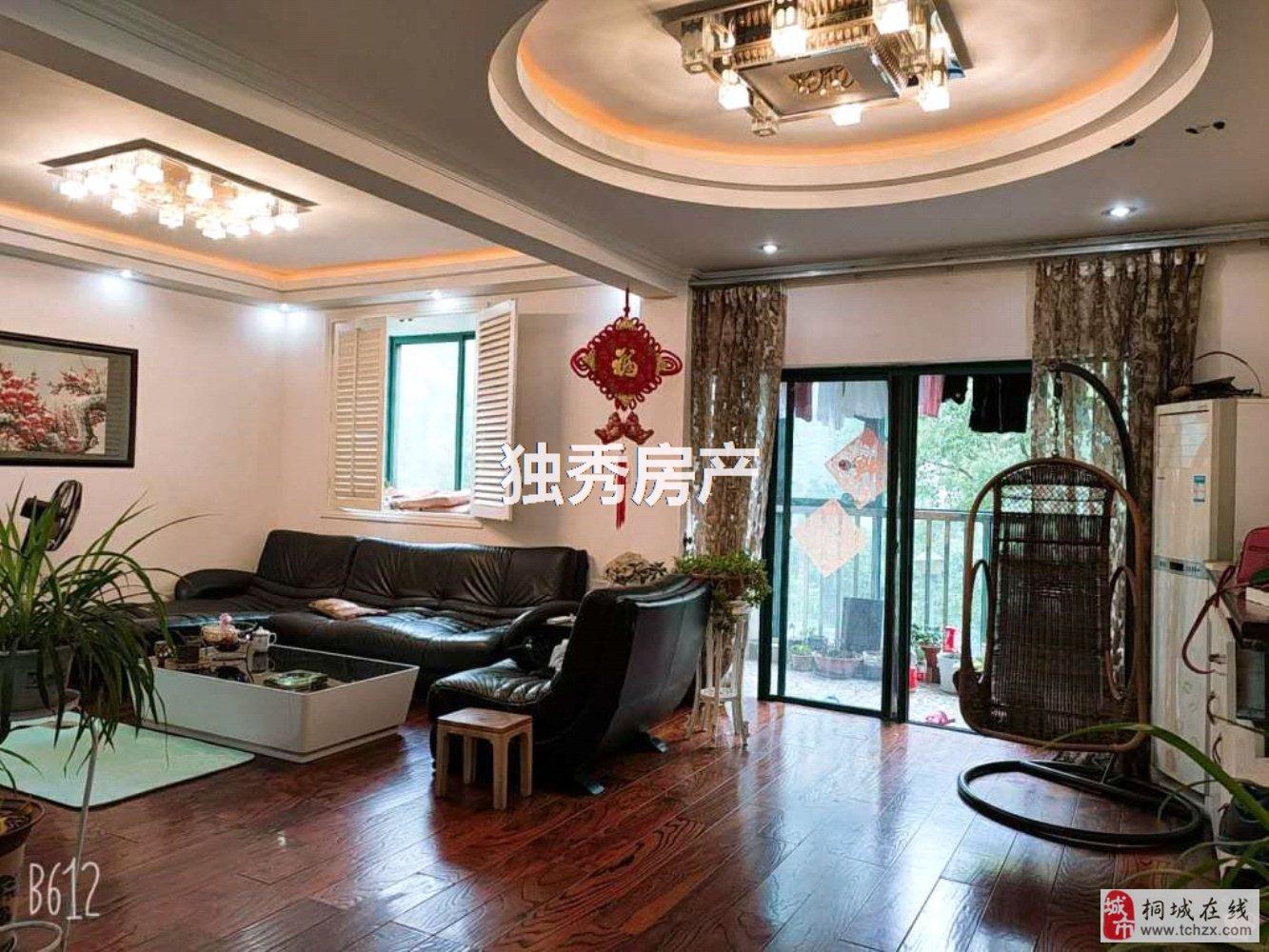 出售山水龙城叠加别墅精装4室2厅3卫150万元