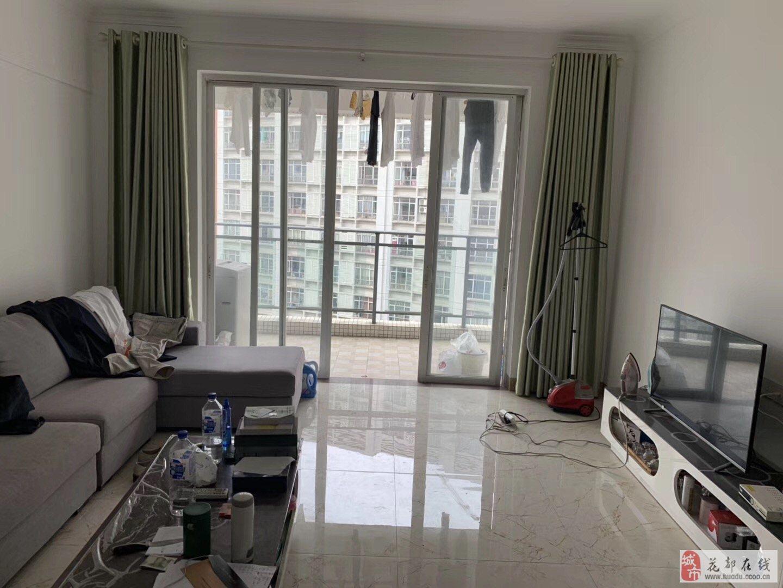云峰花園3室2廳2衛285萬元