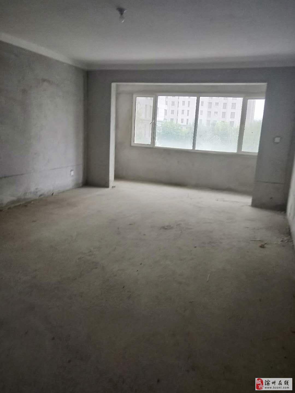 新悦田园牧歌电梯房三居室有储藏室,证出两年。