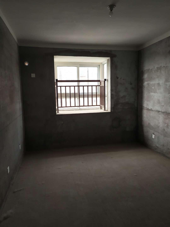 四季花城3室2廳1衛61萬元毛坯有鑰匙