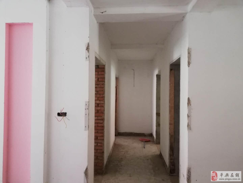 五中南面3室2廳2衛帶院有證(小區房)