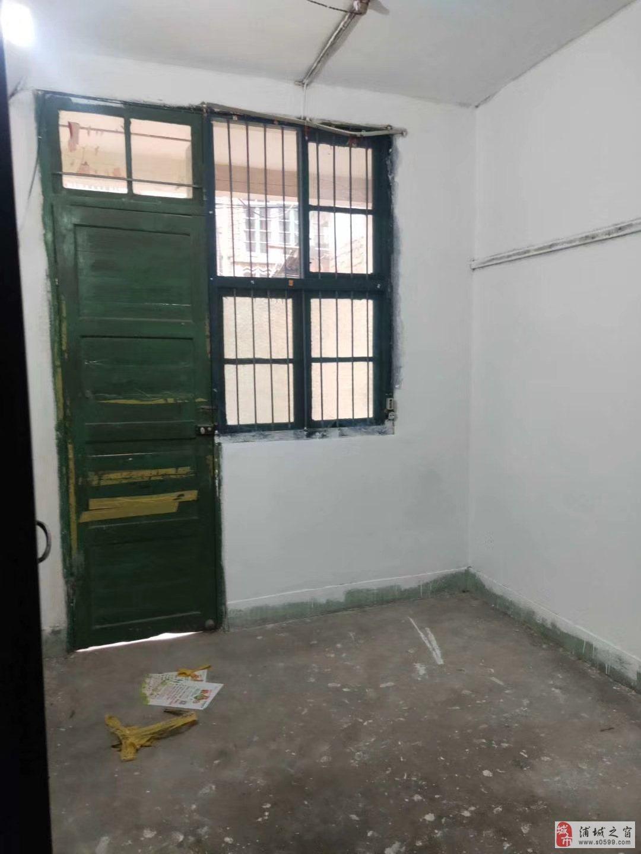 城西市场旁(无证房)2室1厅1卫23万元