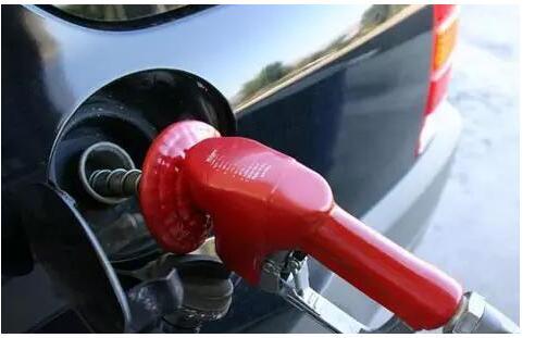 汽修知识:油箱口为何分左右?到底哪边好? 新鲜资讯 第1张