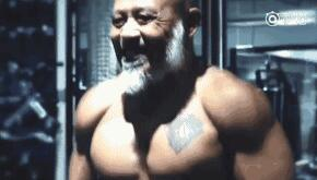 62岁大爷肌肉逆天,堪称老年版彭于晏