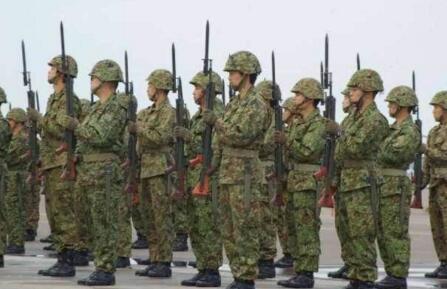 日本自卫队竟有1.2万中国人,侵华战争你们都忘了?