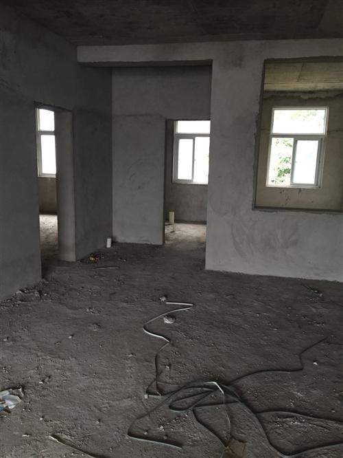 职高学校后门口高广高速艾洼居委会3室2厅1卫30万