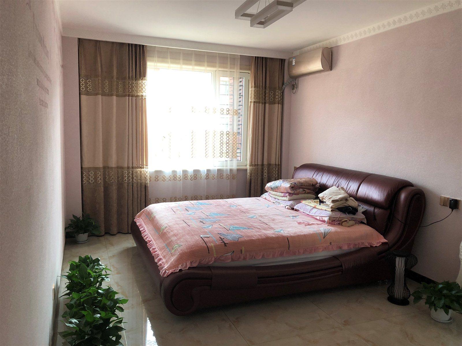 鹤城一号3室 2厅 2卫170万元