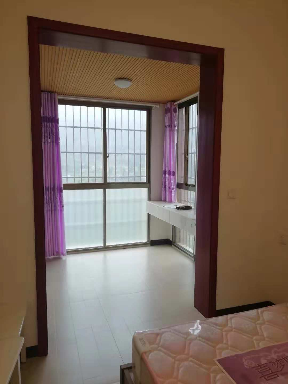 龙城壹号4室 2厅 2卫64万元