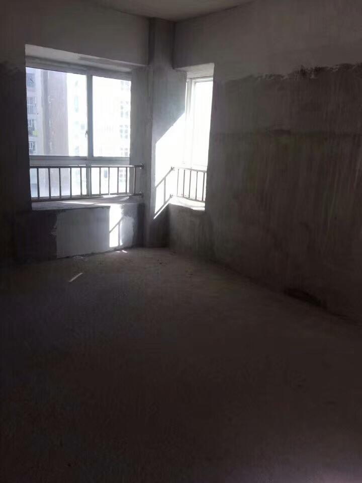 尚品国际3室 2厅 2卫49万元