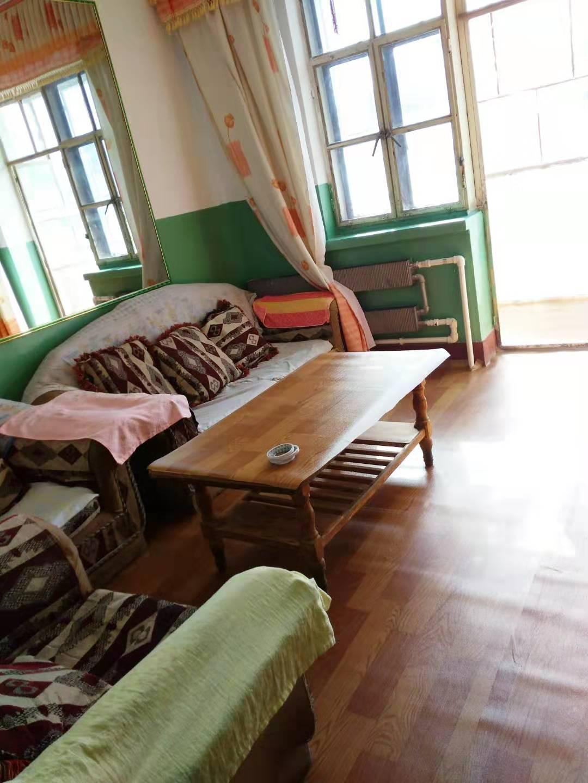 老城南街三村四栋二单元八号房屋出售,价格可面议