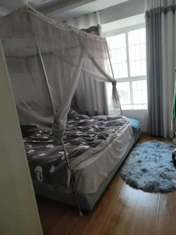 龙城南湖御景3室 2厅 2卫65万元