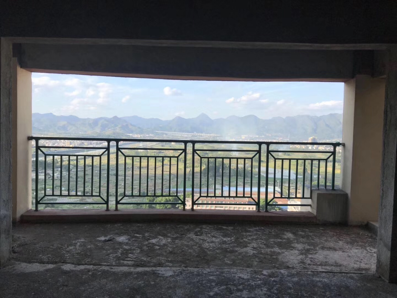 河婆新城二期202方4房2厅145万带露台