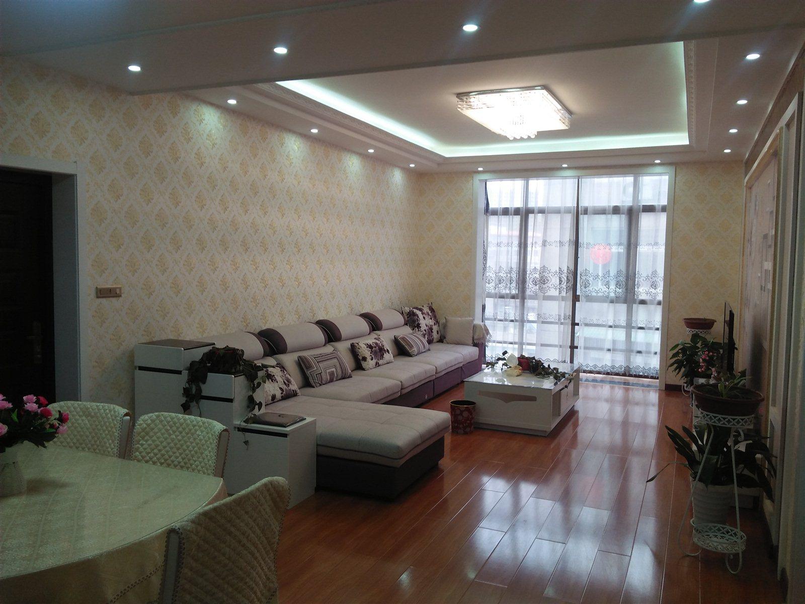 县政府旁2室2厅新装修房出售