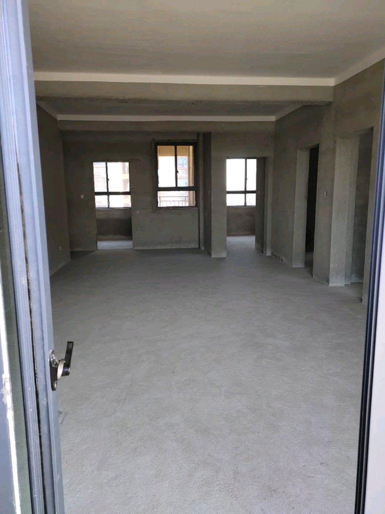 紫荆花园122.2个平3室 2厅 2卫87.9万元