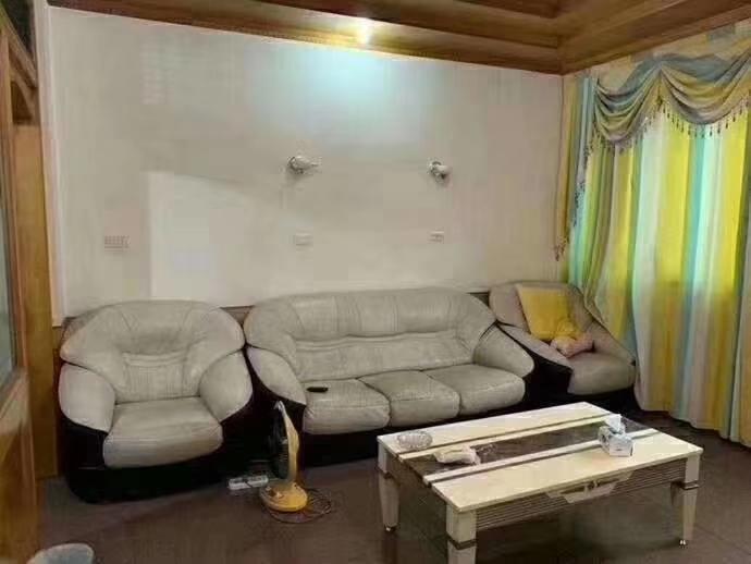 连小3室 2厅 1卫66.8万元