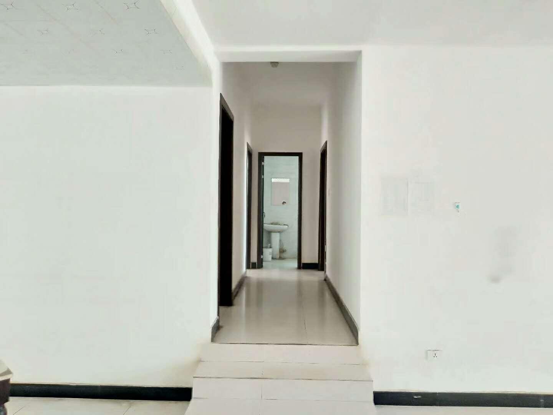 江源路旁4室 2厅 2卫支持商贷和公积金