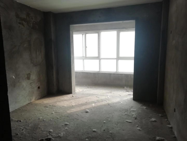 亚威金城3室 2厅 2卫56万元
