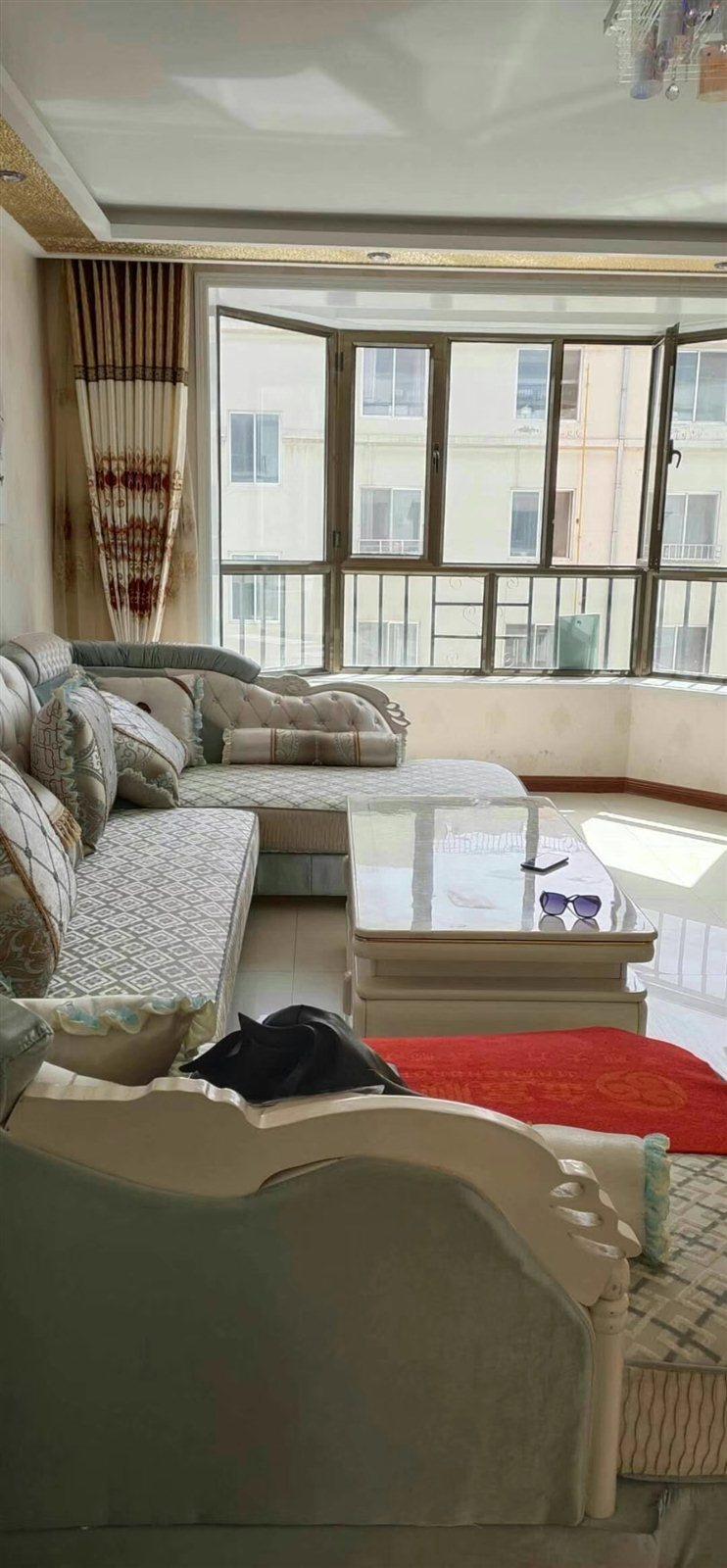 新城区汉王酒店附近3室 2厅 1卫53.8万元