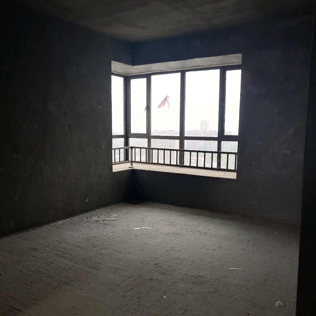 公园里3室 2厅 1卫54.5万元