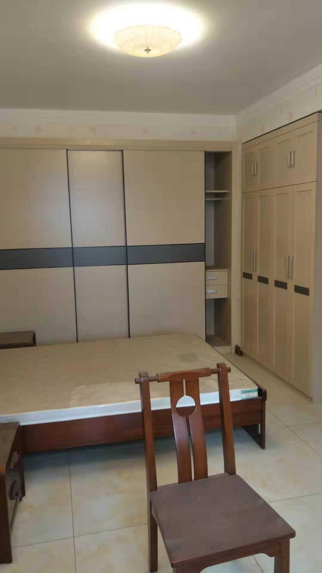 中南世纪城170平米精装4室 2厅 2卫140万元