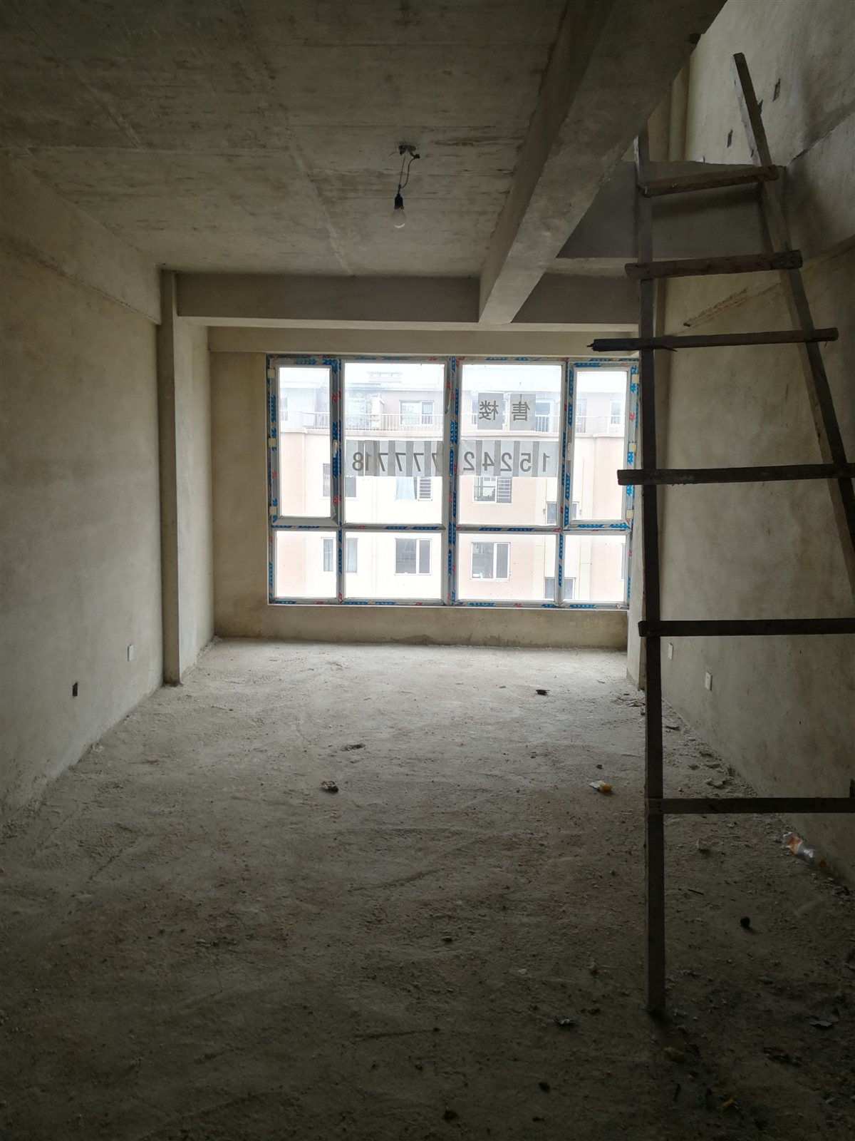 吳家瑞福園小區3室 2廳 2衛18.5萬元